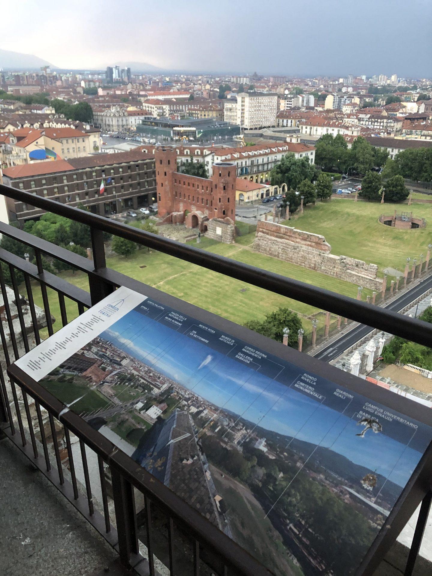 La vista sulle Porte Palatine dalla torre campanaria del Duomo