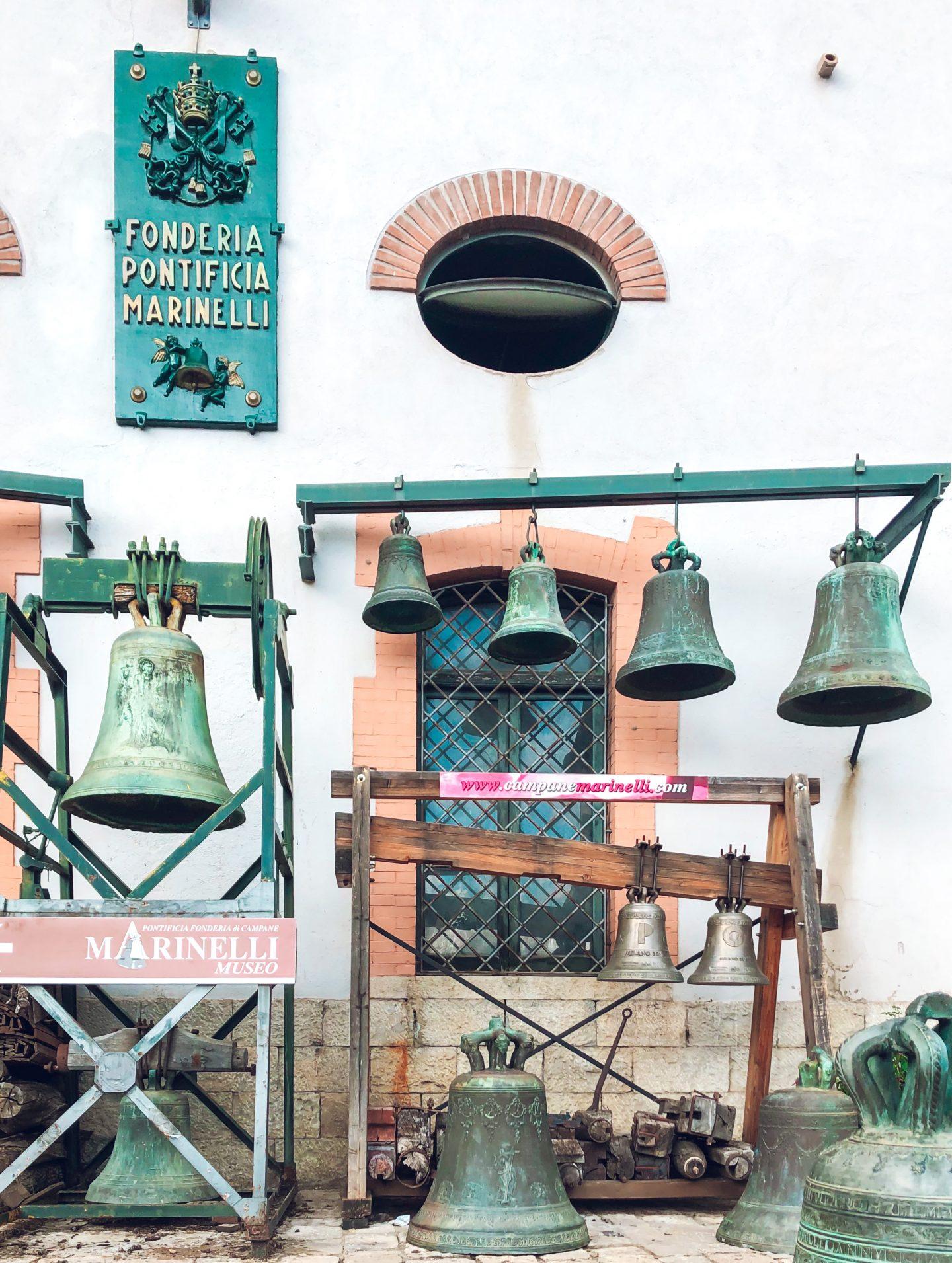 foto che inquadra le campane della fonderia pontificia marinelli