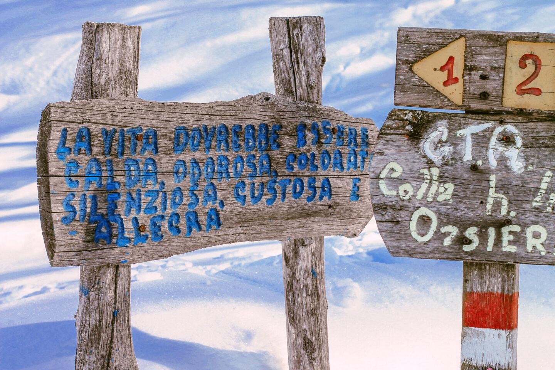 Cartelli nel sentiero ciaspole Usseaux